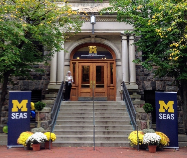 Entrance of U-M School for Environment and Sustainability